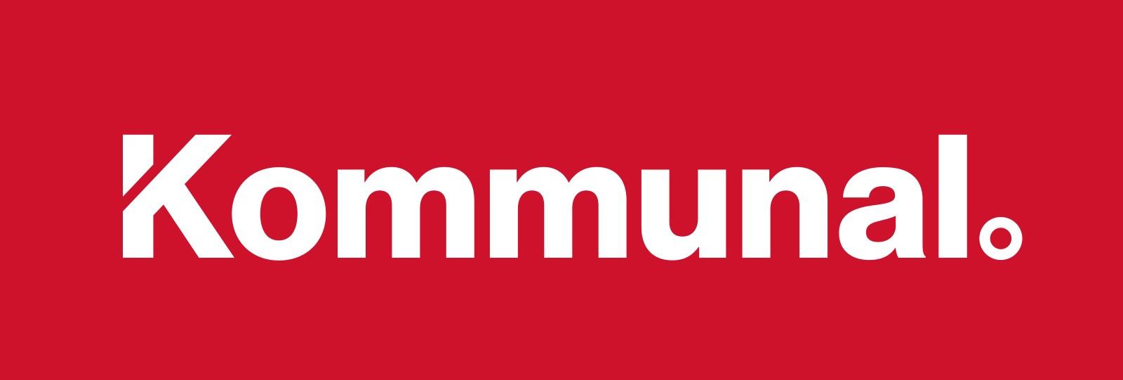 Kommunals logotyp mot röd bakgrund